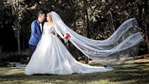Обои Влюбленные пары Мужчина Свадьбы Женихом Невеста Платье Девушки