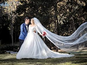 Обои Влюбленные пары Мужчины Свадьбы Женихом Невеста Платье