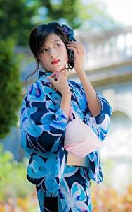 Фотографии Азиатка Кимоно Боке Брюнетка Руки Девушки