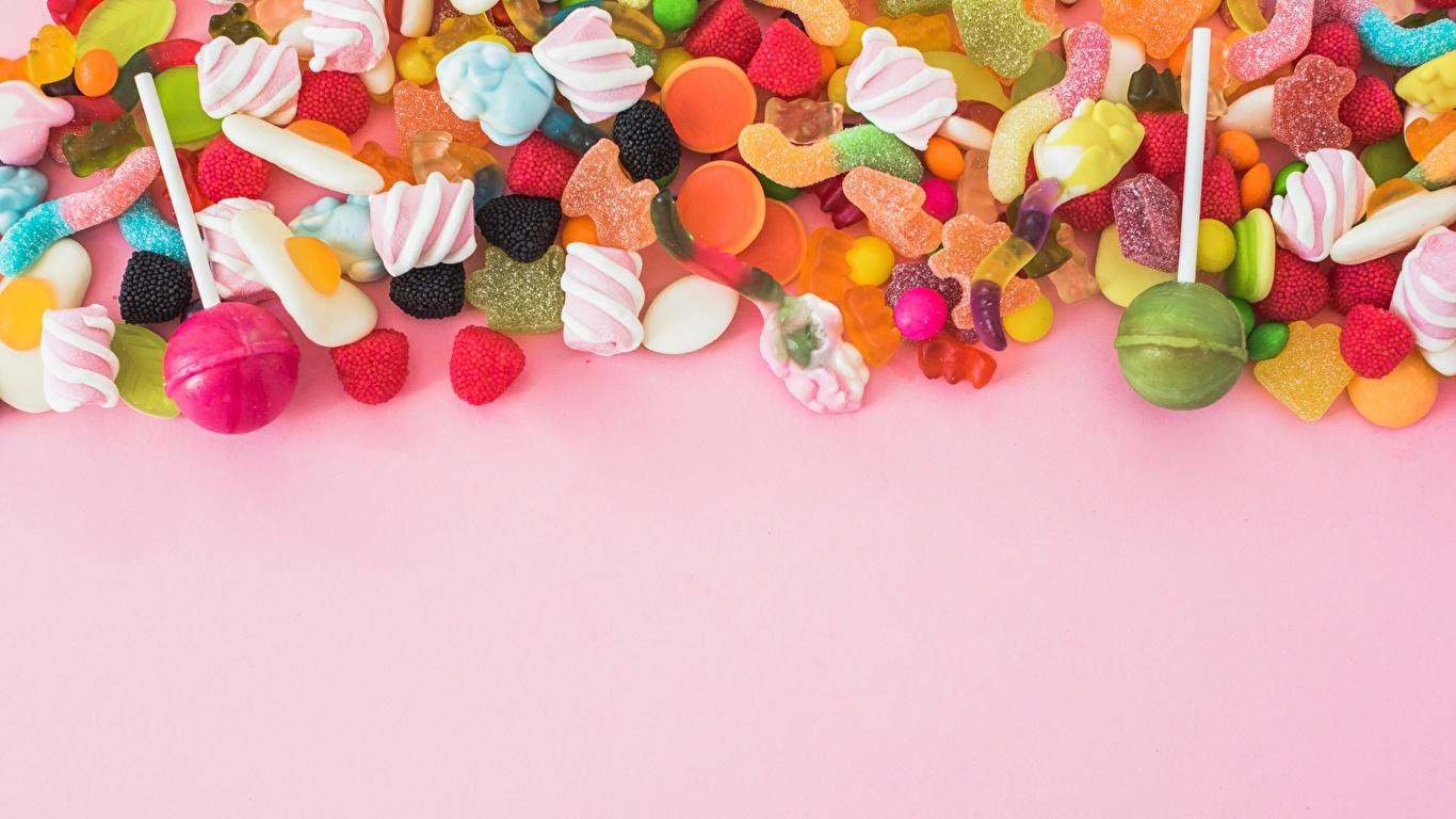 Фотография Леденцы Конфеты Мармелад Продукты питания Сладости Розовый фон 1366x768 Еда Пища сладкая еда