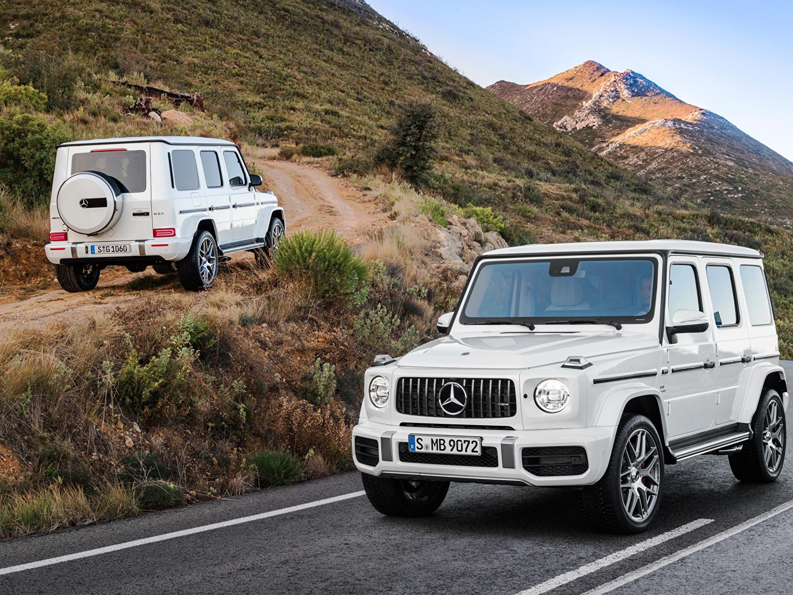 Картинки Mercedes-Benz Гелентваген 2018 G 63 Worldwide Двое Белый машины Металлик 1600x1200 Мерседес бенц G-класс 2 два две белых белые белая вдвоем авто машина автомобиль Автомобили