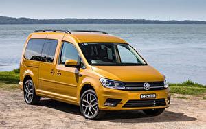 Фотография Фольксваген Желтый Металлик 2019 Caddy Beach Maxi Авто
