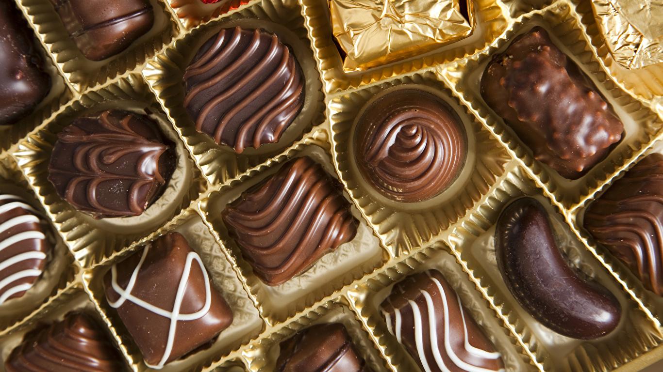 Картинка Шоколад Конфеты Пища сладкая еда 1366x768 Еда Продукты питания Сладости