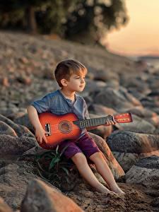 Фотография Камень Мальчишка Сидя Гитары Victoria Dubrovskaya Дети