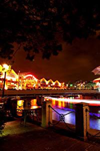 Фотографии Сингапур Мосты Дома Ночью Уличные фонари Ограда город