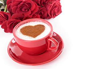 Фотография День всех влюблённых Кофе Розы Белый фон Чашка Сердце Красный Блюдце Продукты питания