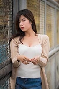 Картинка Азиатки Брюнеток Смотрят Рука Боке девушка