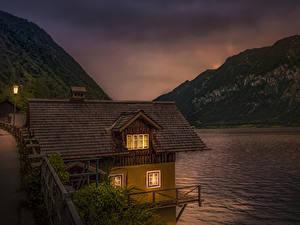 Обои Австрия Озеро Гора Дома Вечер Hallstätter See