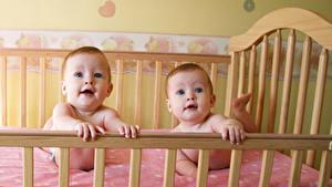 Картинки Кровати Младенцы Два Взгляд