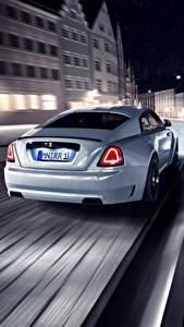 Фотография Rolls-Royce Вид сзади Ночные Едущий Белые Wraith Spofec Автомобили