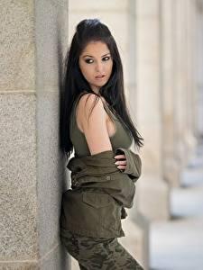 Картинка Брюнетка Куртке Красивый Боке Модель молодая женщина