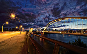 Обои для рабочего стола Франция Страсбург Речка Мосты Вечер Ограда Europabrücke город