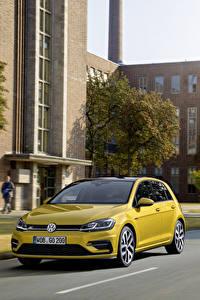 Фотография Volkswagen Желтый Металлик 2017 Golf TSI R-Line 5-door Worldwide (Typ 5G) Автомобили
