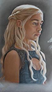 Фотографии Игра престолов (телесериал) Дейенерис Таргариен Emilia Clarke Блондинка Кино Девушки Знаменитости