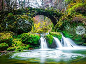 Картинка Люксембург Речка Водопады Мосты Камень Осенние Мох Mullerthal Region