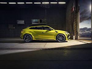 Картинка Lamborghini Сбоку Желтый Кроссовер Металлик Urus SSUV автомобиль