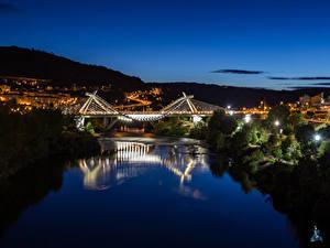Картинки Испания Здания Речка Мосты Ночные Orense Galicia Города