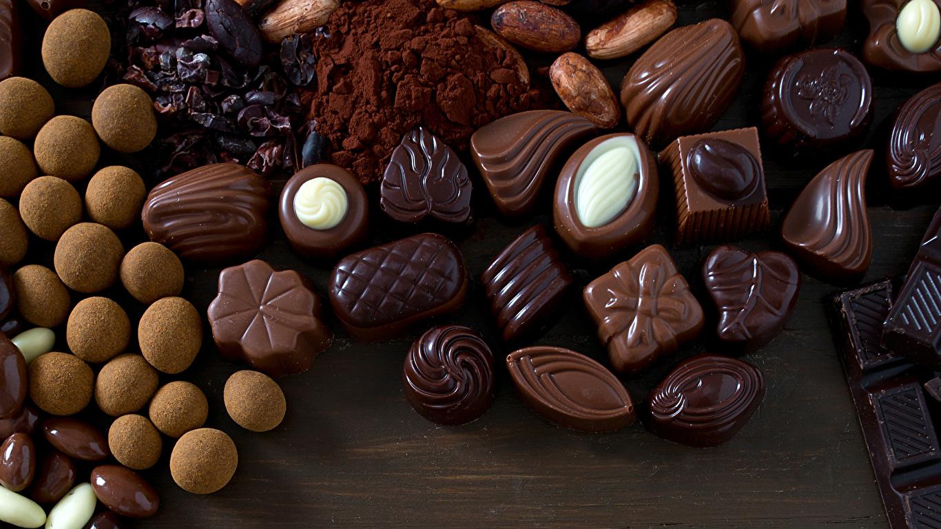 Картинки Шоколад Конфеты Еда Сладости 1366x768 Пища Продукты питания сладкая еда