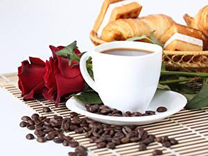 Фотографии Кофе Розы Завтрак Чашка Зерно Еда