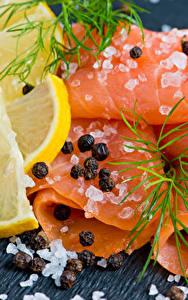 Фото Морепродукты Рыба Лимоны Укроп Перец чёрный Доски Соли