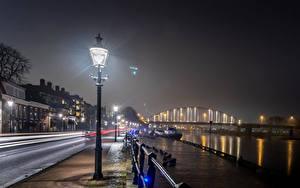 Картинки Нидерланды Здания Мост Пирсы Улице Ночью Уличные фонари Deventer Города