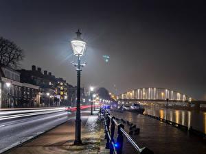 Картинки Нидерланды Здания Мосты Пирсы Улице Ночью Уличные фонари Deventer Города