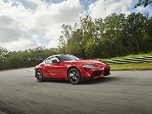 Фотографии Тойота Красный Металлик Едущий 2019 GR Supra Авто