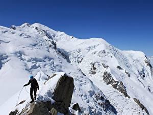 Обои Горы Альпинизм Утес Снег Альпинист Спорт