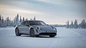 Обои Porsche Белых Металлик Снеге 2020, Taycan 4S авто