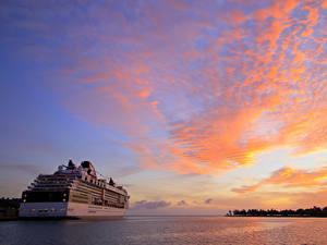Фото Рассвет и закат Корабль Круизный лайнер