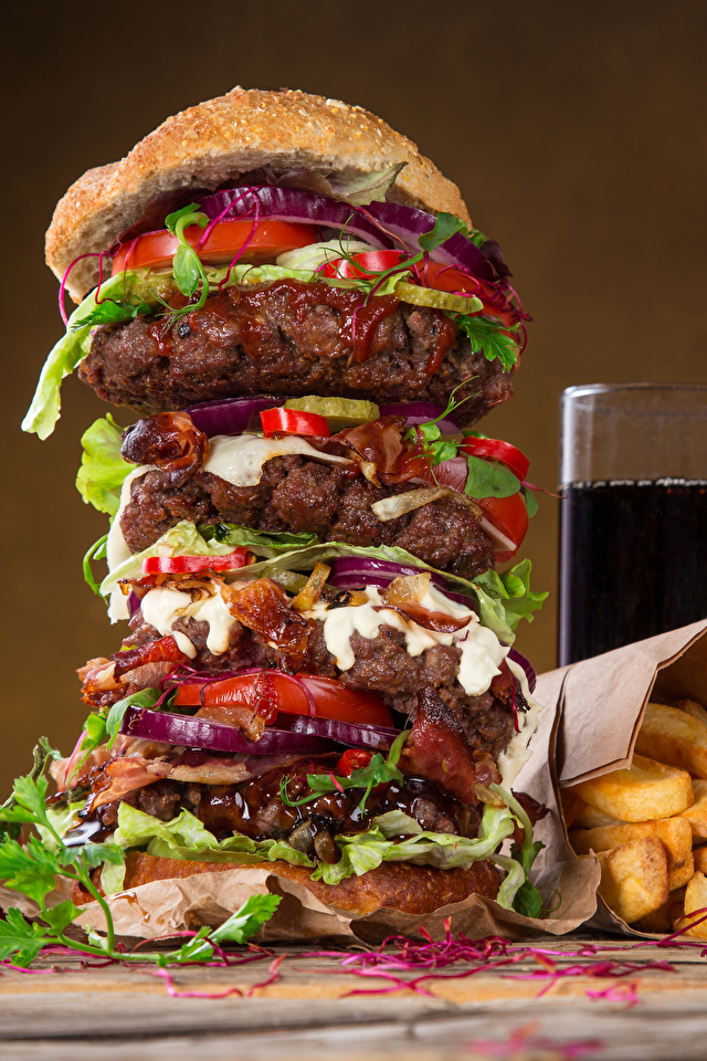 Обои для рабочего стола Гамбургер Картофель фри стакана Быстрое питание Пища Напитки 640x960 Стакан стакане Фастфуд Еда Продукты питания напиток