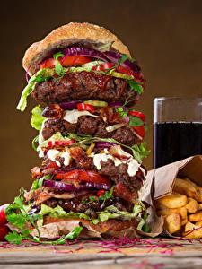 Обои Быстрое питание Гамбургер Картофель фри Напиток Стакане Продукты питания