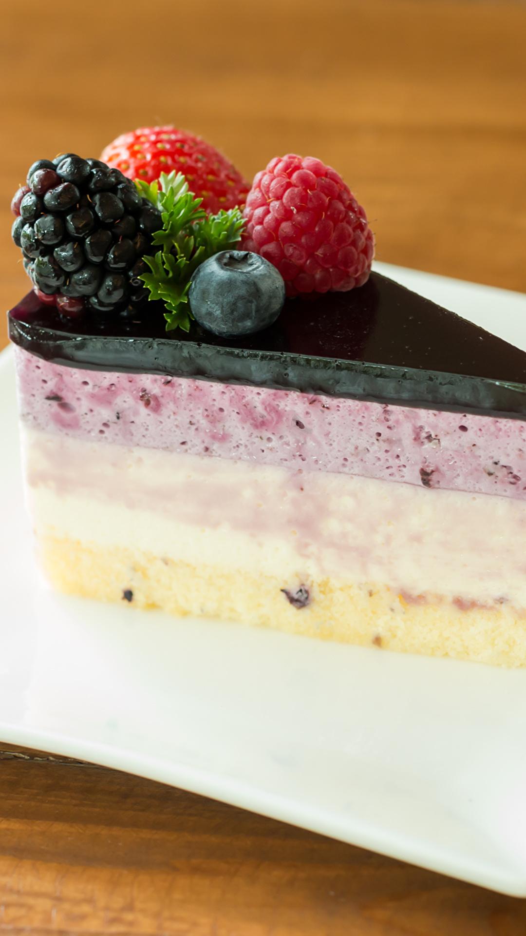 Фотографии Торты Кусок Десерт Еда Ягоды Тарелка 1080x1920 часть кусочки кусочек Пища тарелке Продукты питания