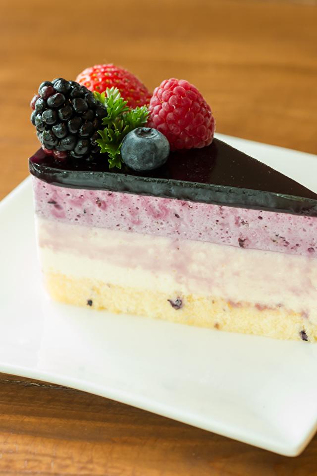 Фотографии Торты Кусок Десерт Еда Ягоды Тарелка 640x960 часть Пища Продукты питания