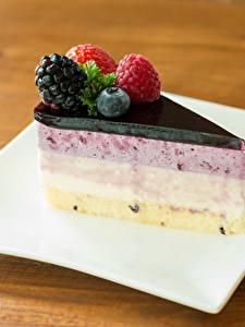 Фотографии Торты Ягоды Десерт Часть Тарелка Пища