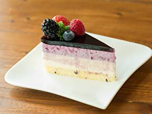 Фотографии Торты Ягоды Десерт Часть Тарелке Пища