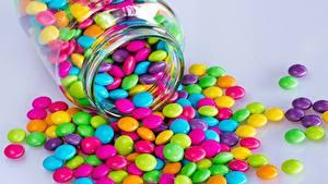 Фотография Конфеты Драже Банке Разноцветные Еда