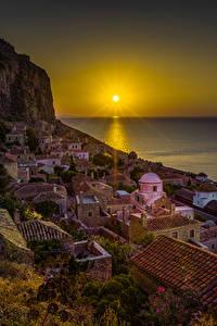 Фотографии Греция Дома Рассветы и закаты Море Утес Солнце Крыша Monemvasia