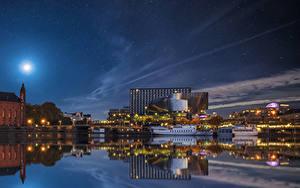 Фотография Швеция Стокгольм Здания Реки Пристань Небо Речные суда Ночь Луны город