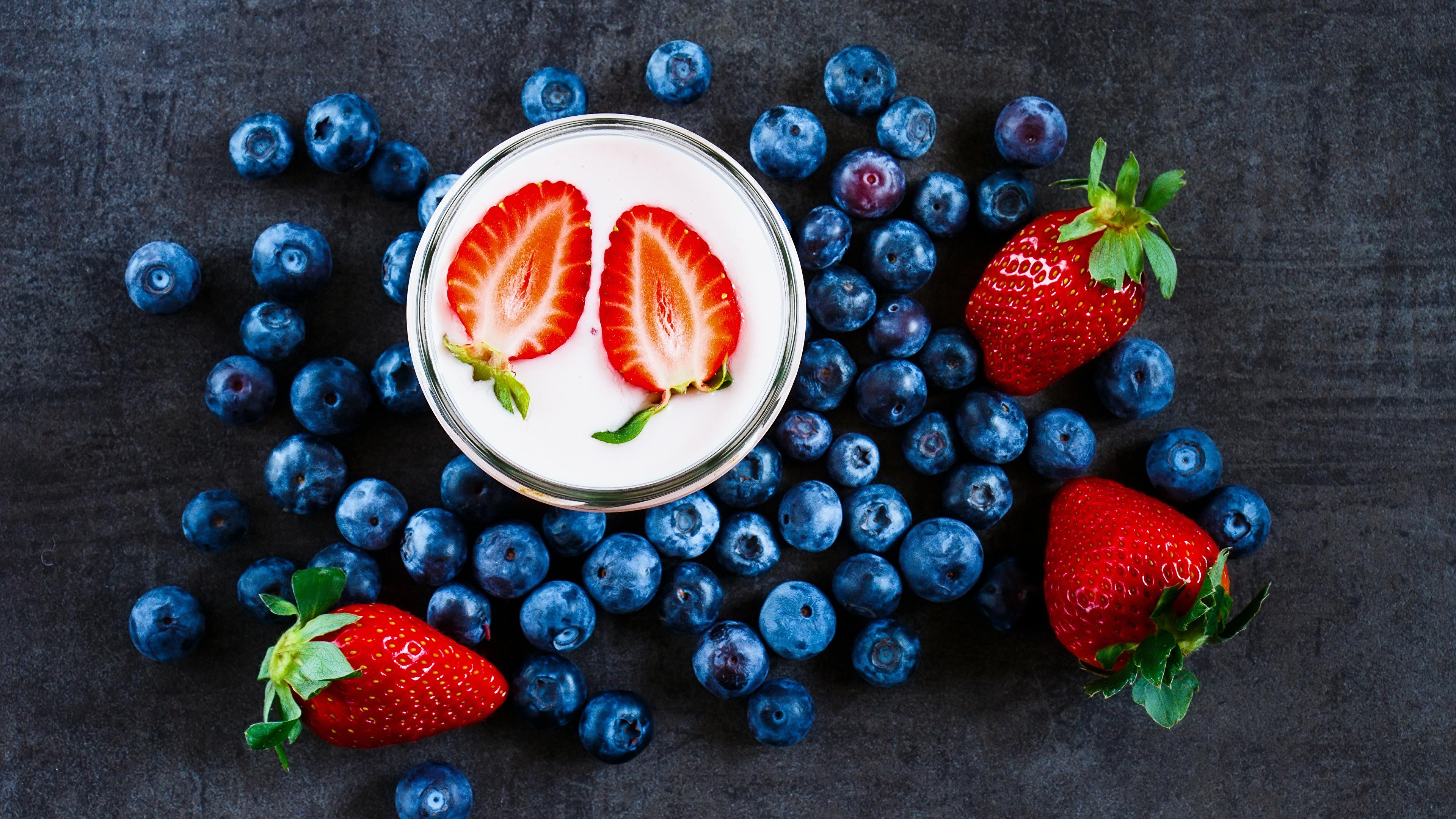Фотография Йогурт Черника Клубника Еда Ягоды Напитки 3840x2160 Пища Продукты питания напиток