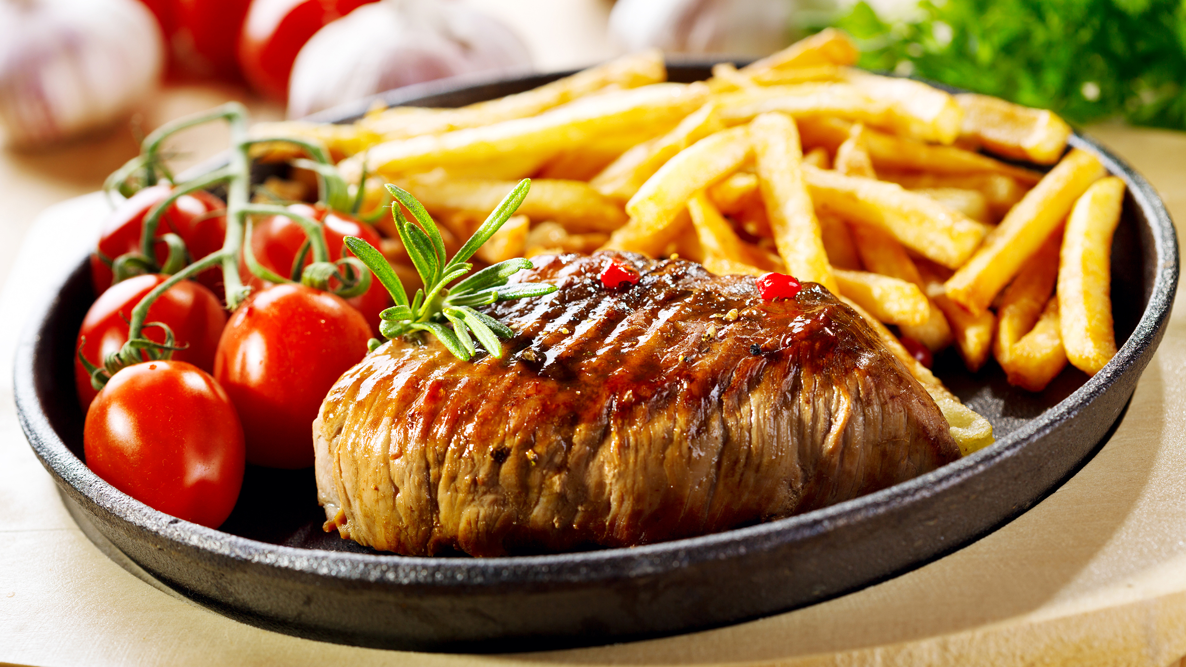 Мясо свинина еда картошка в хорошем качестве
