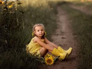 Фото Девочки Сидит Сапог Ноги Тропинка Желтые Irina Zaburaeva Дети