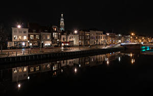 Фото Нидерланды Здания Водный канал Ночные Уличные фонари Middelburg Города