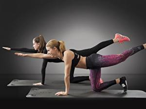 Фотография Фитнес 2 Шатенка Ноги Физические упражнения Девушки