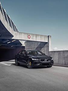 Фото Вольво Черные Металлик 2018-19 S60 T8 Polestar Engineered авто
