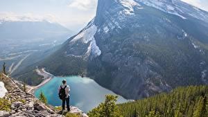 Фотография Горы Озеро Канада Мужчины Пейзаж Утес Снег Canadian Rocky Mountains Природа