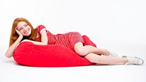 Фото Белый фон Рыжие Улыбка Платья Кедами