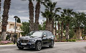 Обои BMW Черных Металлик Кроссовер 2019 X7 M50d Worldwide автомобиль