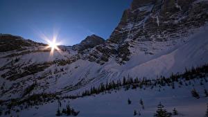 Фотографии Канада Парки Зима Вечер Банф Снегу Лучи света Скала Природа