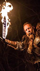 Фотографии Мужчина Vin Diesel Пламя Последний охотник на ведьм Мечи Фильмы Знаменитости